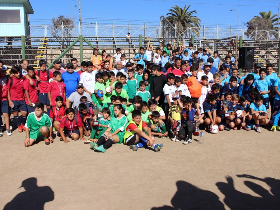 Escuelas de fútbol municipales reciben implementación deportiva - I ... f07401772f54d